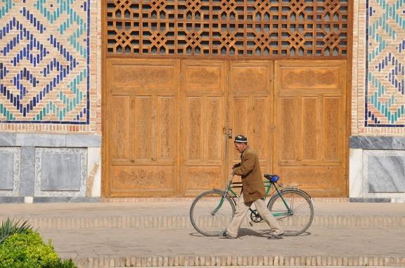 una vacanza in bicicletta lungo la via della seta è un sogno esotico